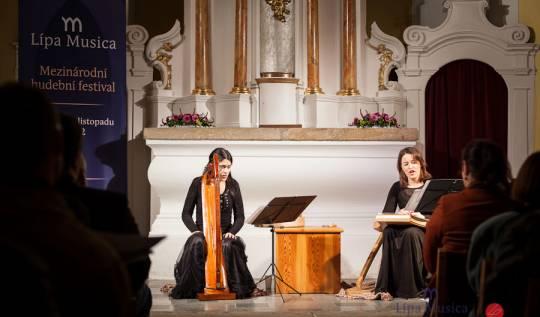 Hana Blažíková a Barbora Sojková - 20.10.2012, foto Lukas Pelech